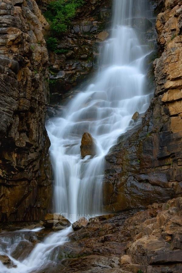 壁纸 风景 旅游 瀑布 山水 桌面 600_900 竖版 竖屏 手机