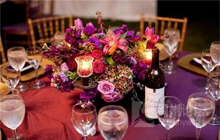 浪漫有情调的酒红色主题婚礼布置