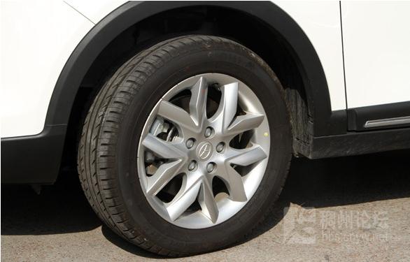 而直接式胎压监测是在四个轮胎上加装胎压传感器可以