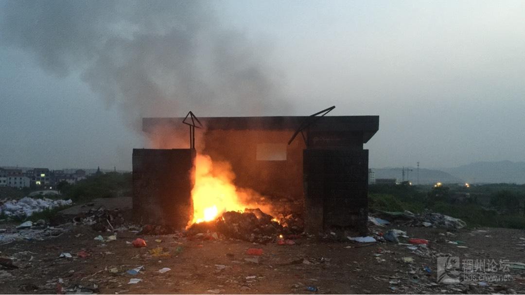 后宅街道洪家村的垃圾房起火